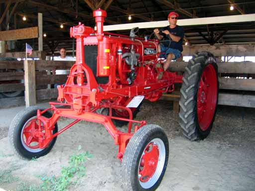 Farmall F-20 Hi-Clearance Wide Front Tractor